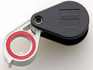 Red-ringed loupe with Zeiss optics
